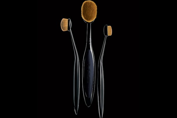 Beauty Scoop: MAC Masterclass Brush Collection