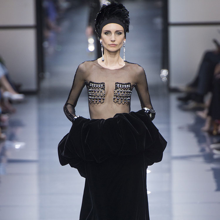 #PFW: Giorgio Armani Privé Takes Power Dressing To New Heights