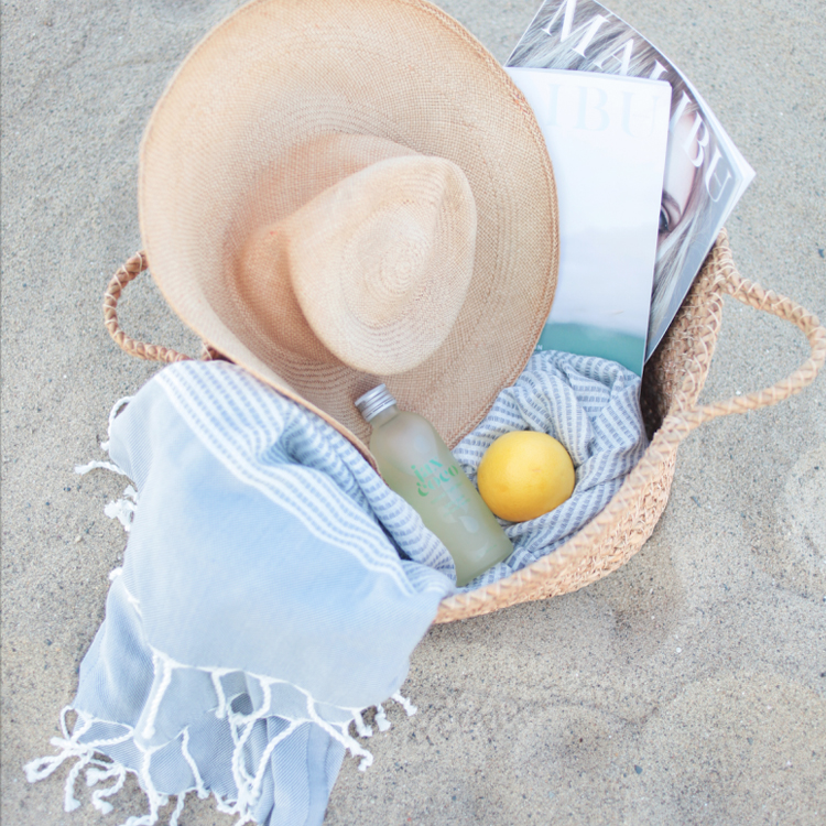 10 Essentials To Keep In Your Beach Bag At All Times