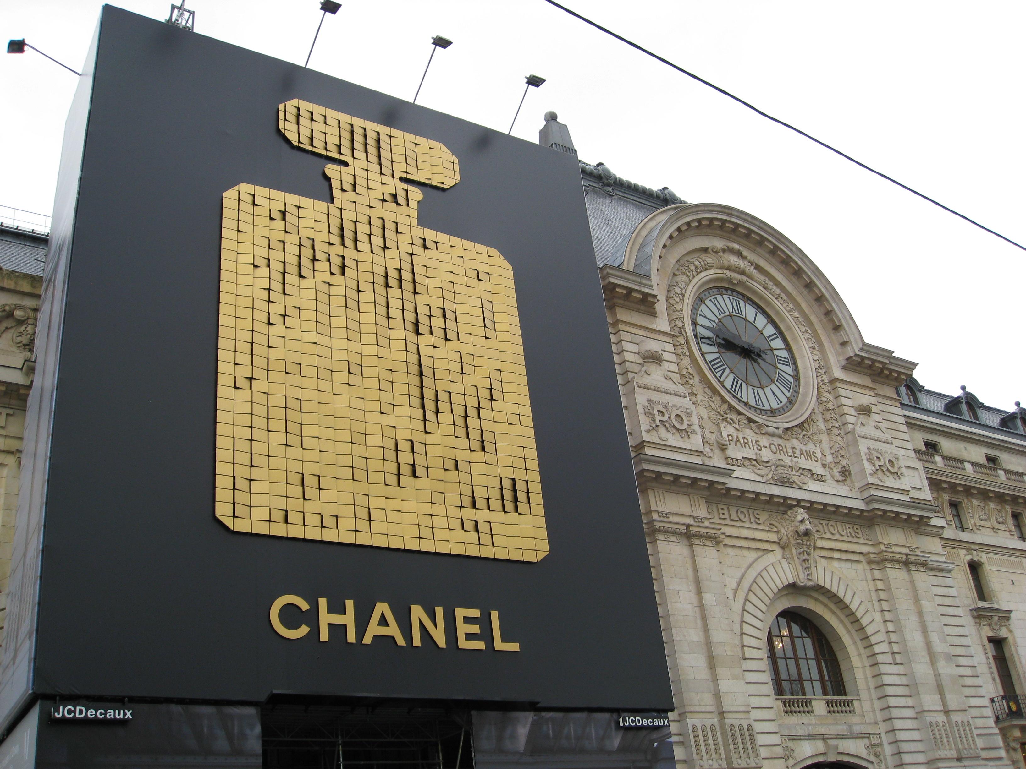 Paris Product Placement