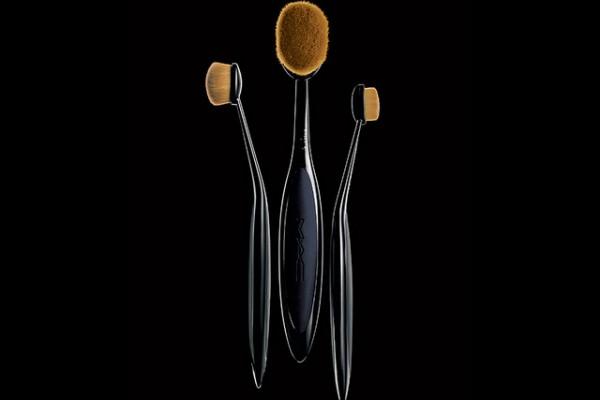 Beauty Scoop: MAC Masterclass Brush Collection