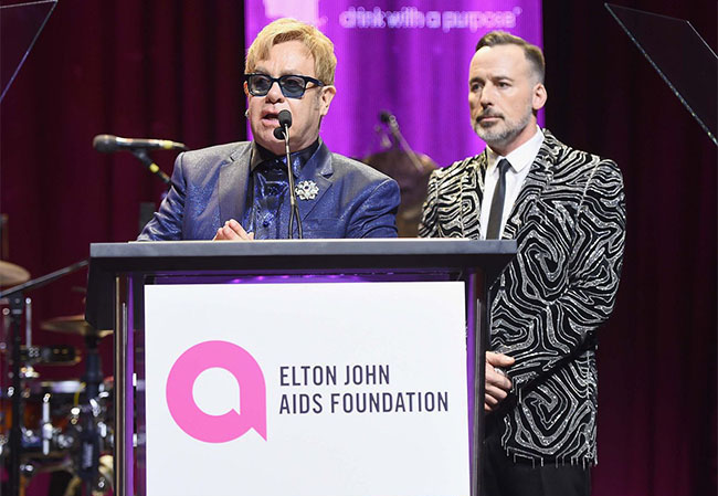eltonjohnparty-12-030116
